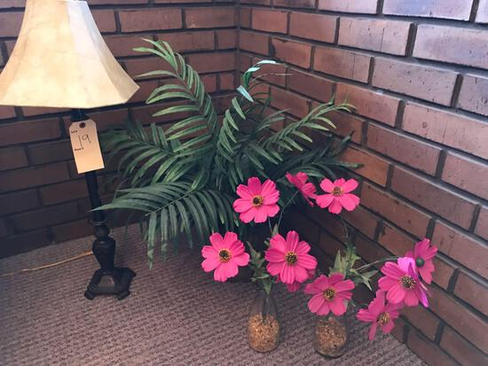 Table lamp, artificial flowers with vases. NO SHIPPING!