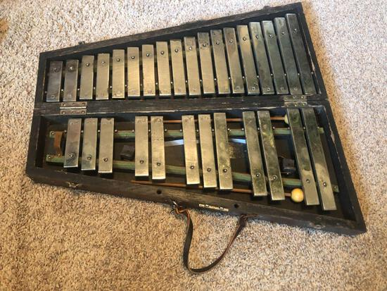 Deagan Special # 1528 -Xylophone and carrying case. Case has some damage.
