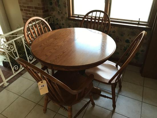 40'' Round Oak Pedestal Dining Table w/two 11'' leaves and 4 Windsor Style Chairs. NO SHIPPING