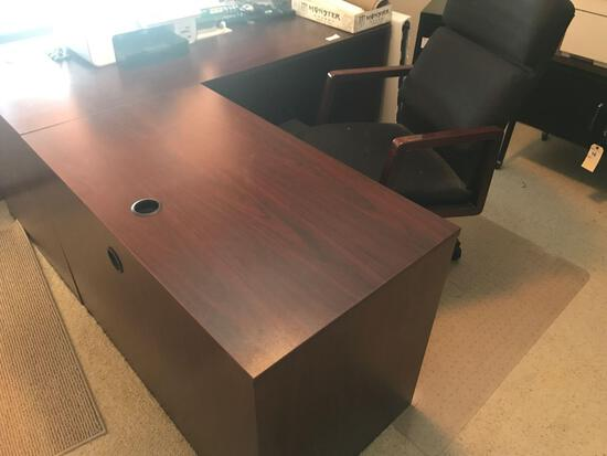 Wooden L-Shaped Desk 6' x 66'' w/Swivel Office Chair. NO SHIPPING AVAILABLE!