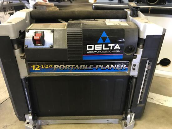 Delta Model 22-560 12.5'' x 6'' Planer. NO SHIPPING AVAILABLE ON THIS LOT!