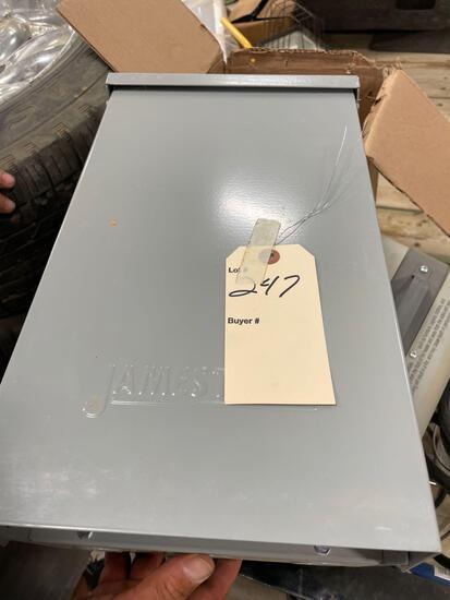 125 amp POWER BOX