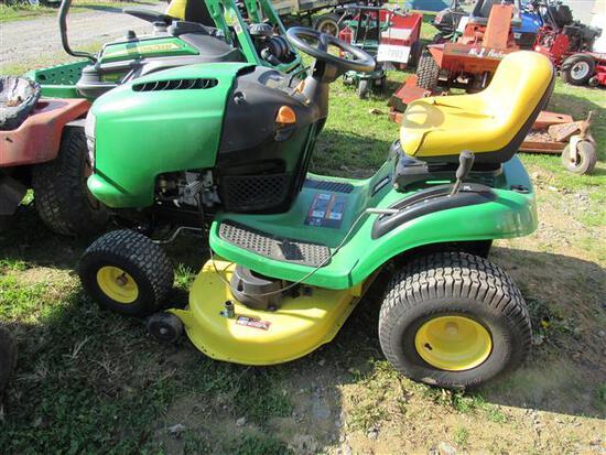 JD L100 L&G Tractor (runs)