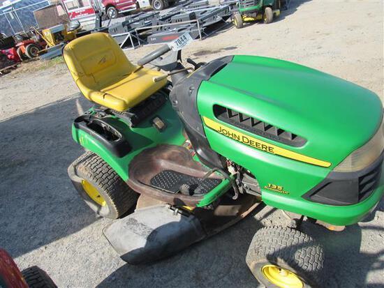 JD 135 Garden Tractor (runs)