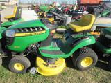 JD D100 Lawn Tractor (runs)