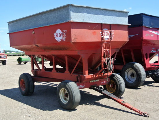 EZ-Flow 400 Bu gravity/2 compartment seed wagon