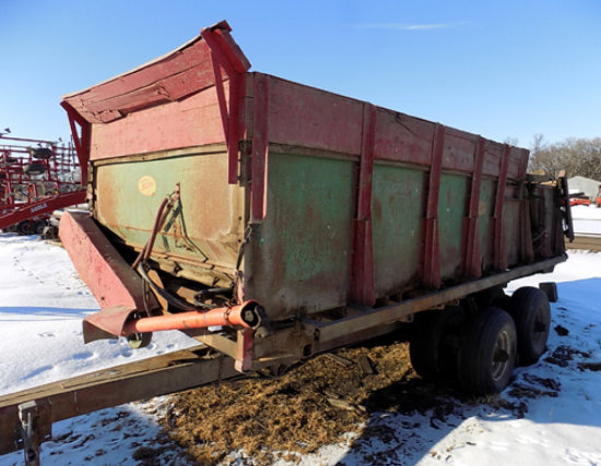 Balzer tandem-quad axle manure spreader