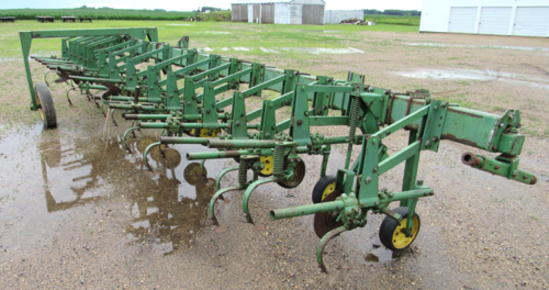 JD row crop cultivator, 23' bar