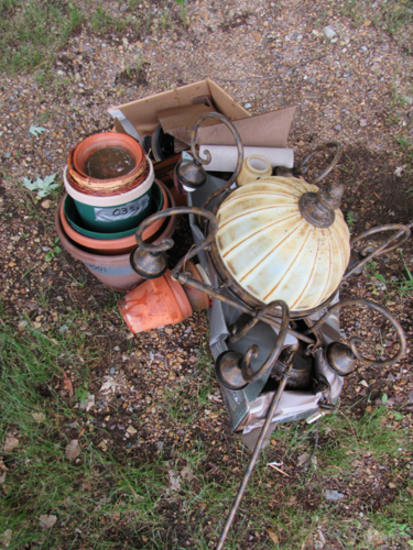 lot of 2 light fixtures and flower pots