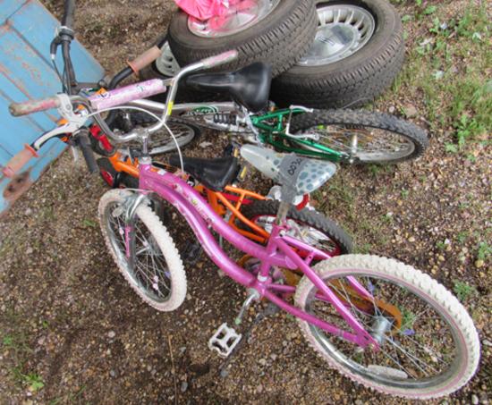 lot of 3 kids bikes