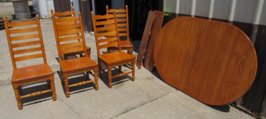 oak table w/ 6 chairs
