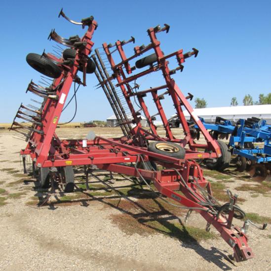 Case 4800 Vibra Shank field cultivator