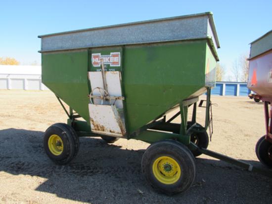 Huskey 325 bu gravity box on JD gear