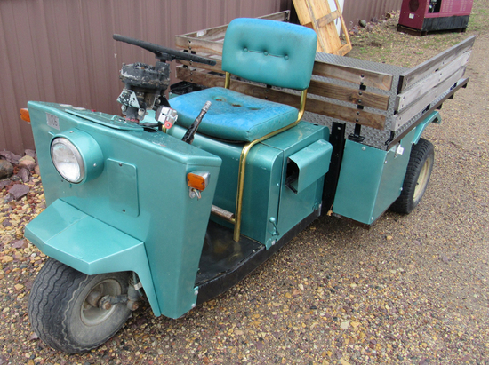 Cushman 3-wheeled scooter w/ diamond plate lift bed