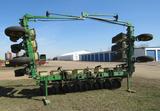 JD 7000 16-row planter
