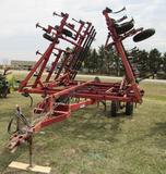 IH 4800 32' field cultivator