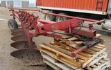 IH 720 5-bottom plow