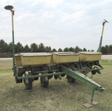 JD 7000 6-row planter