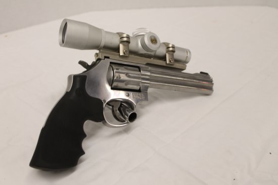 Smith & Wesson 22 LR 617-8