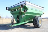 J&M 1075 Grain Cart