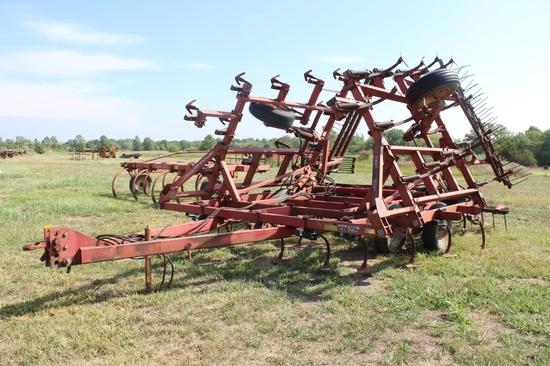 IH 4600 Cultivator w/ Harrow