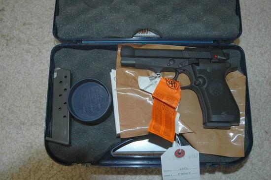 Beretta 85 FS Cheetah | Firearms & Military Artifacts