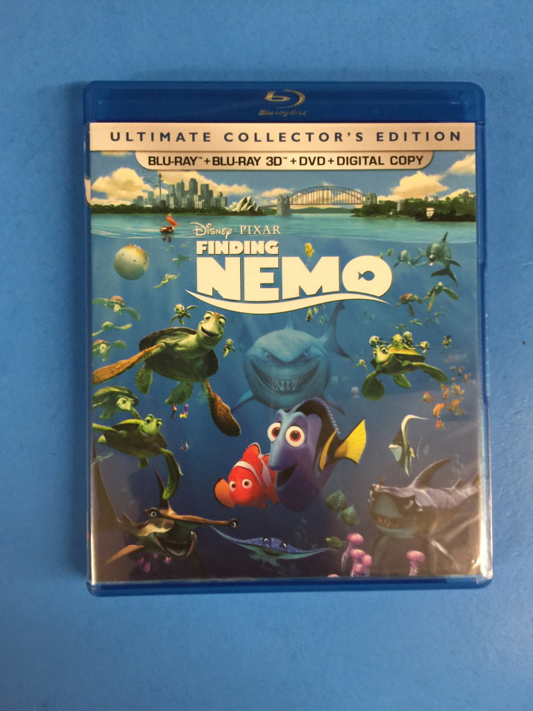 Lot: Disney Pixar's Finding Nemo Ultimate Collectors Edition - Blu