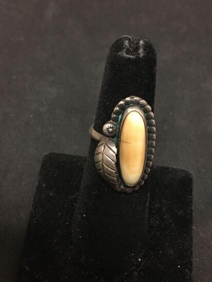 Beautiful Ivory Colored Stone Old Pawn Sterling Silver Leaf Ring Sz 5.5