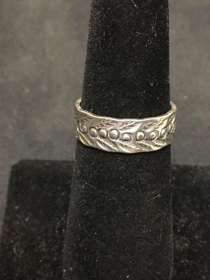 Vintage Artisan Carved Sterling Silver Floral Ring Band Size 6