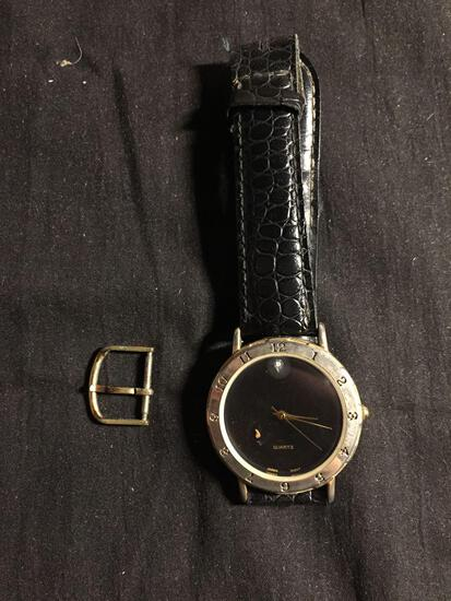Honors Designer Round 34mm Gold-Tone Bezel Black Face Stainless Steel Worn Watch w/ Black Leather