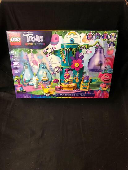Brand New in Box Lego #41255 Trolls World Tour 380 Piece Pop Village Celebration Set