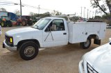 3/4 Ton 2000 Chevy with Full Redding Toolboxes and Tommy Lift - Hours Read 217,706