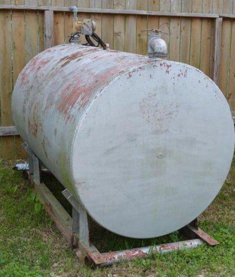 600 Gallon Fuel Tank (silver)