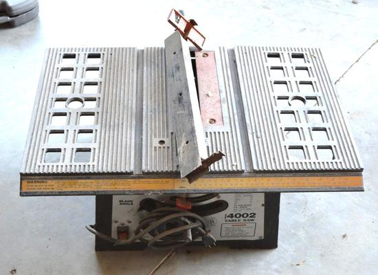"Tool Star 4002 Table Saw w/10"" Saw Blade"