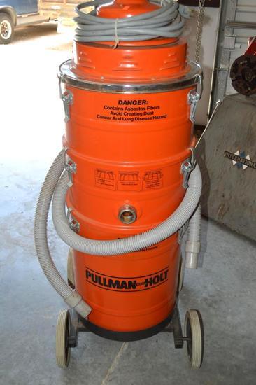 Pullman Holt Industrial Shop Vac