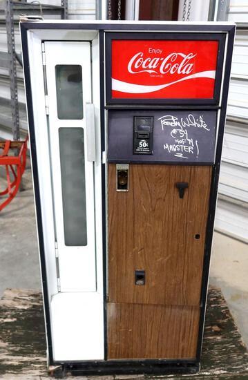 Coca-Cola Machine Signed By Former Dallas Cowboy Randy White