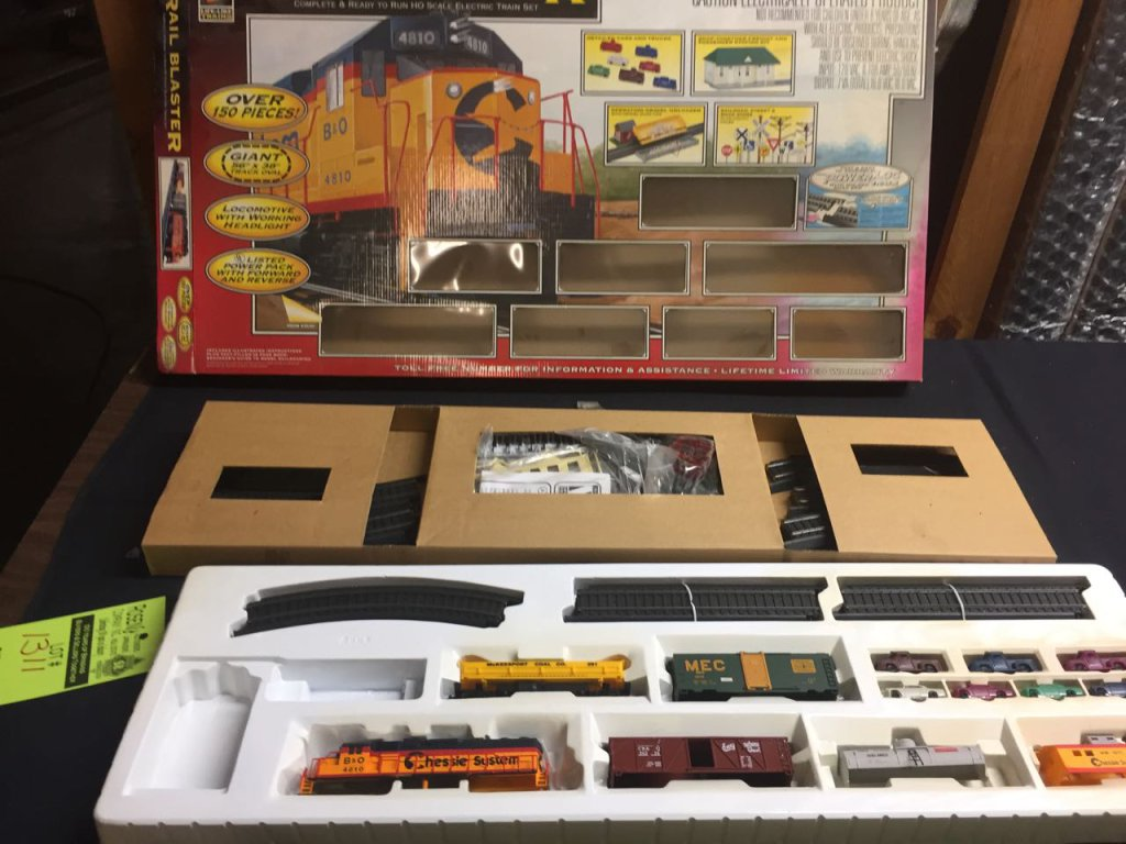 HO Scale train set with track and car bodies.