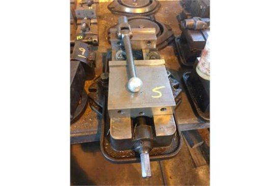 AngLock # 43718, 360 deg rotating machinest vise w/ handle.
