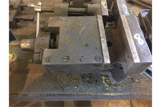 machinest vise, broken base, no handle