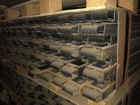 """(10) brand new 4"""" x 10' steel concrete straight forms. 3 pockets"""