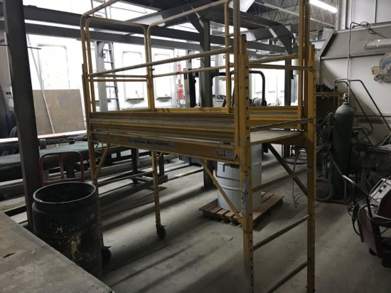 Portable scaffold with complete handrail