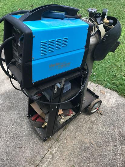 Clarke Mig130EN Gas, No Gas Mig Welder with cart and misc accessories