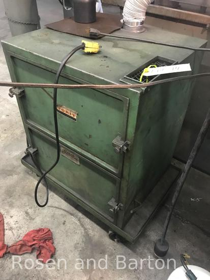 Torit Vacuum System, 110 volt, powers on