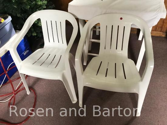 2 Plastic patio chairs