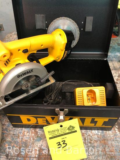 Dewalt 14.4 v, 5-3/8 circular trim saw w/ 1 charger and 1 battery