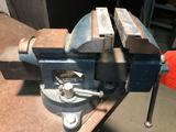 Little Daddy 4 in bench vise.