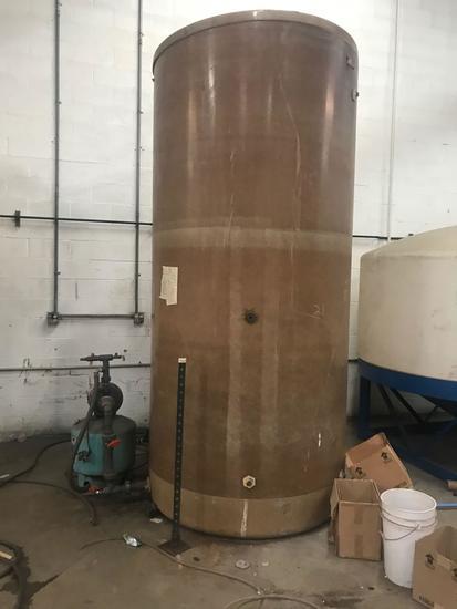 Approx 1000 gallon fiberglass holding tank