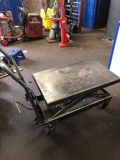 Hydraulic steel lift cart