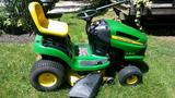 John Deere LA125 Riding Lawn Mower