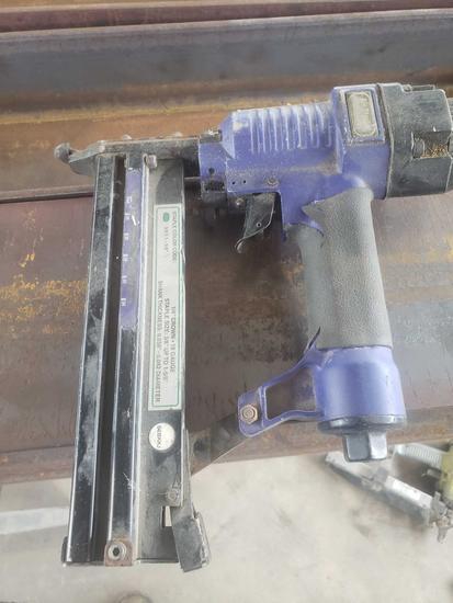 1/4 crown 18 gauge air stapler